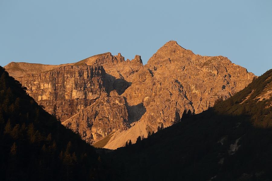 1_Leilachspitze im ersten Tageslicht.jpg