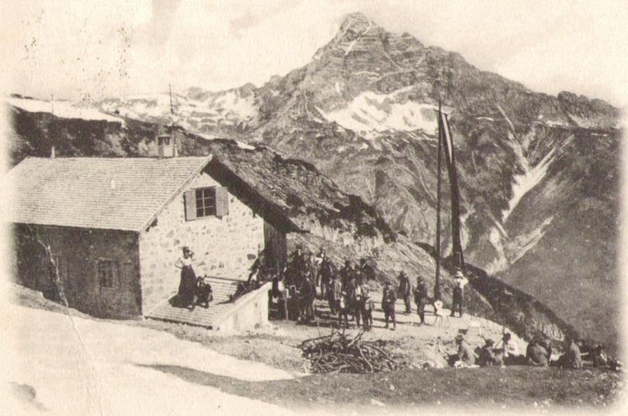 887_Kaufbeurer Haus mit Hochvogel 1905paint.jpg